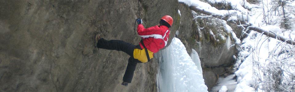 slider-wintercanyoning